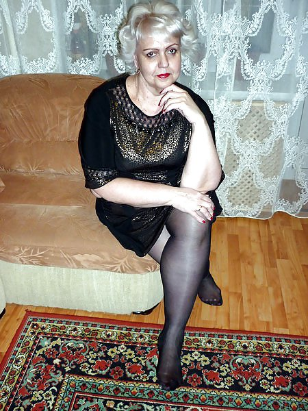 Wet Sexy Moms: Russian aged with handsome legs! fledgling mix!